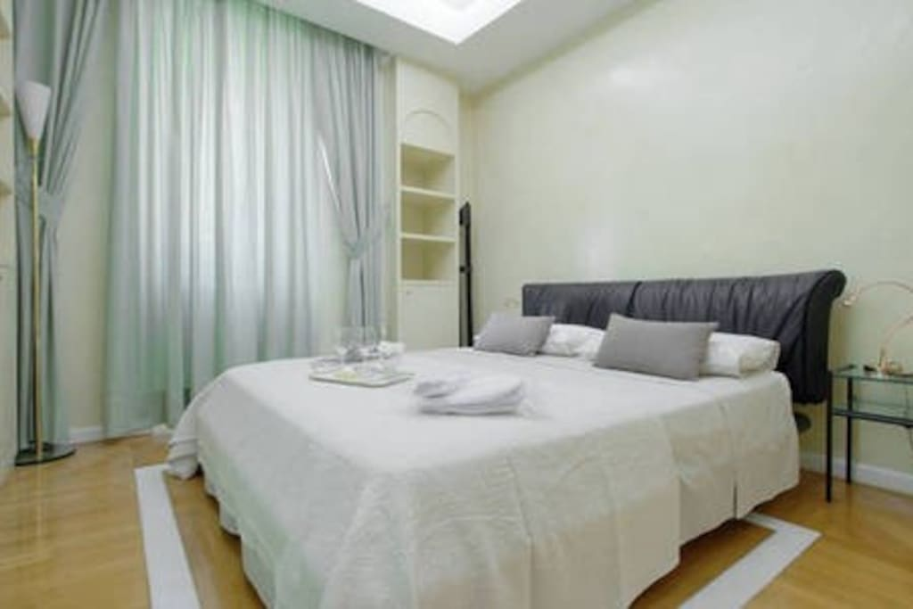 Your comfortable bedroom with private bathroom, just for the 2 of you!