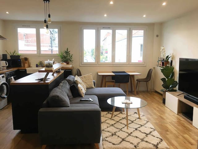 Cozy private room, near Paris's business district