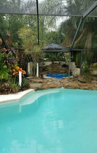 Topical Pool Home 3bd/3ba N/ beach - Bonita Springs - 一軒家