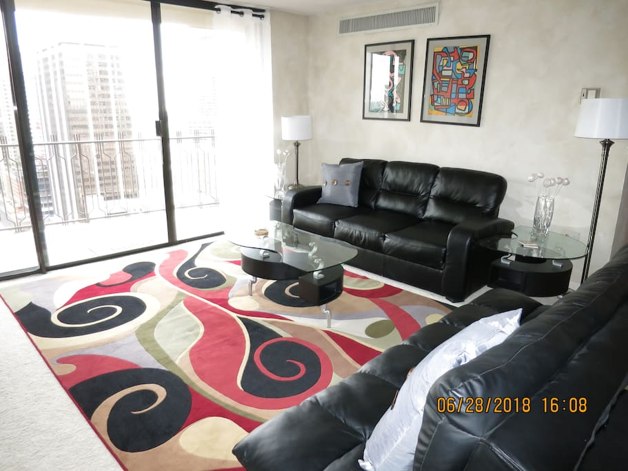 SPACIOUS LIVING ROOM/DINING ROOM HAS AN OPEN PLAN