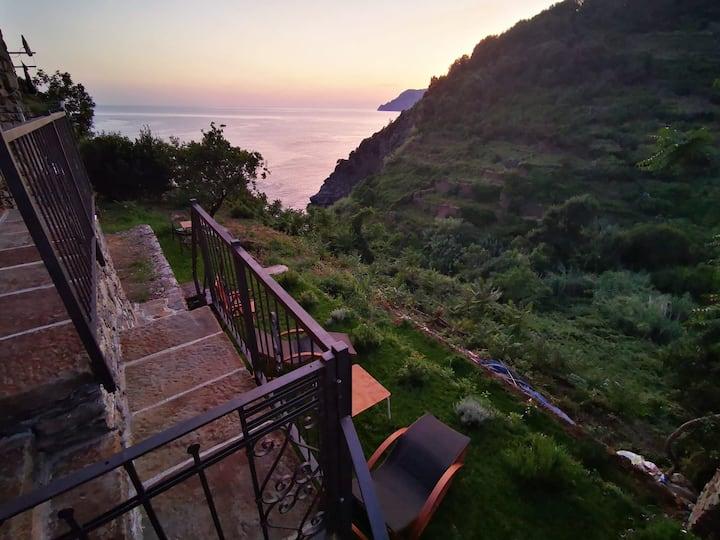 Sea view and garden in the heart of Corniglia