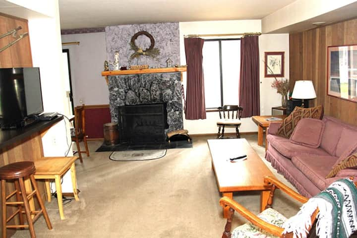 Sunshine Village 103, Discounted, ground floor 1 Bed 1 Bath, Pet Friendly, Close to Town