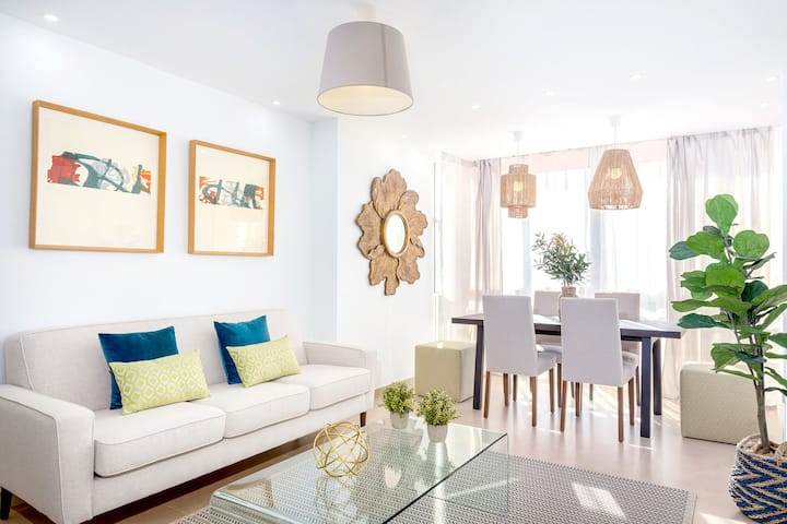 Fabulous 3BD apartment in the center of Marbella 2 minutes from the beach. Alonso de Bazan