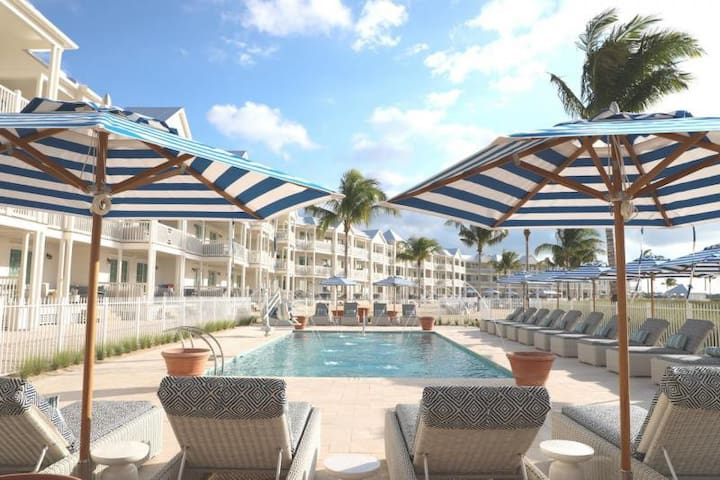 OCEANFRONT UNIT for 4, POOL, SPA, BEACH