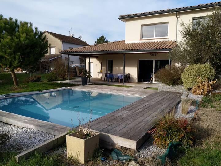 Maison d'architecte avec piscine près de Toulouse.