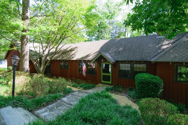 Elk River Retreat, Riverfront in Rogersville, Al