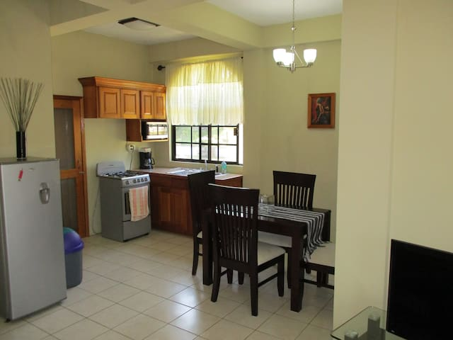 HomeHill Apartments/Vacation Rentals Apt. #5