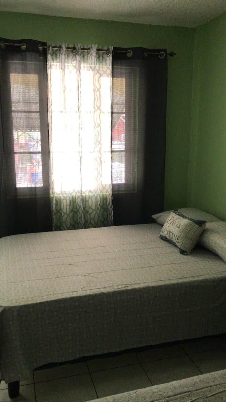 Cozy Room in Kingston