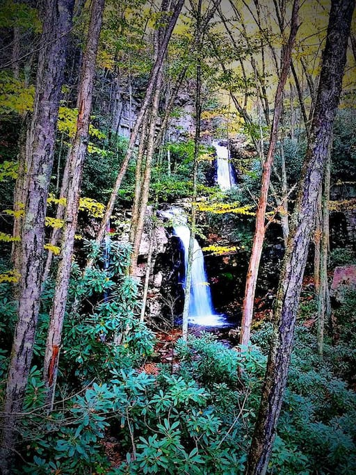 Double waterfall within hiking distance