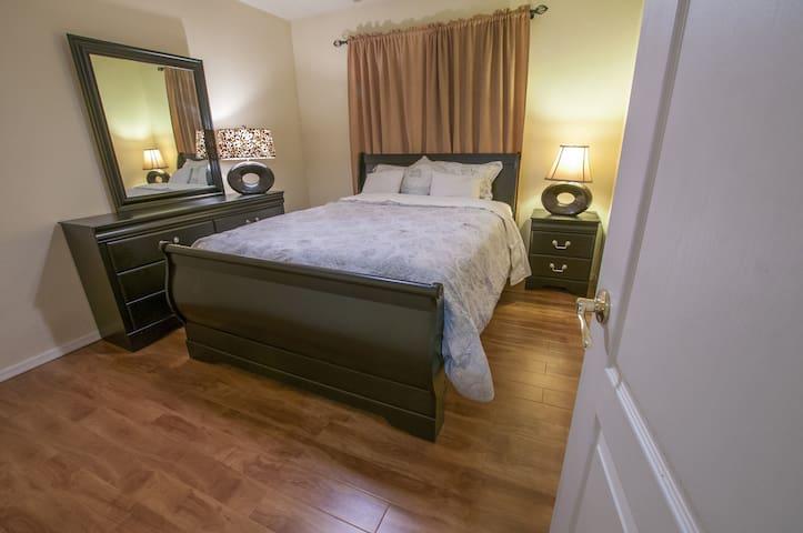Bedroom 4 _ Queen bed