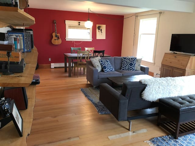 HarborView Cottage - with car, bike, kayak access