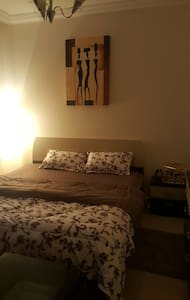Private spacious master bedroom - Sharjah - Daire