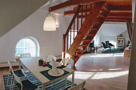 Super Central Cozy loft in the heart of Innsbruck