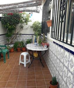 Nice and well located rood in a comfy house - Motril