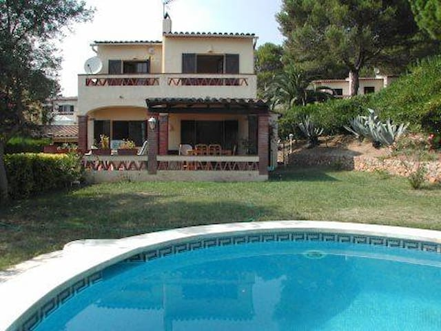 Villa with 4 bedrooms and privat pool.
