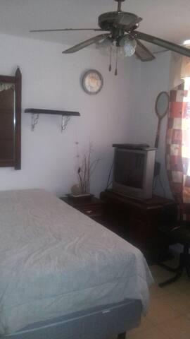 Habitaciones ambiente familiar costo por persona - León - House