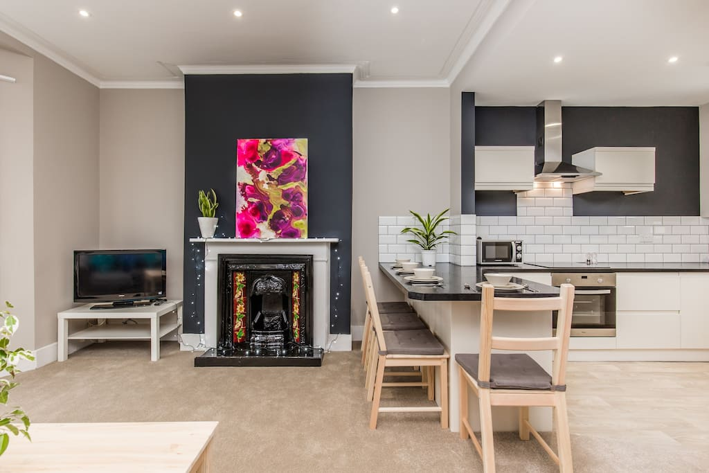 A great social/ entertaining space where you can relax & watch TV - Amazon prime available to use or play music on our Bluetooth speakers whilst you cook up a storm!
