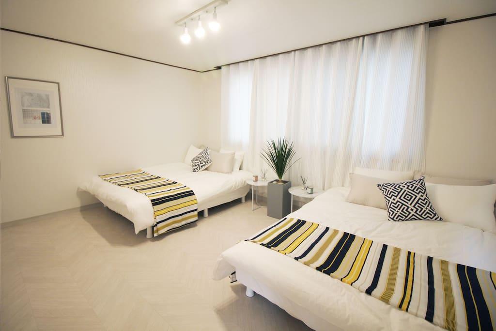 1. 2 Queen beds