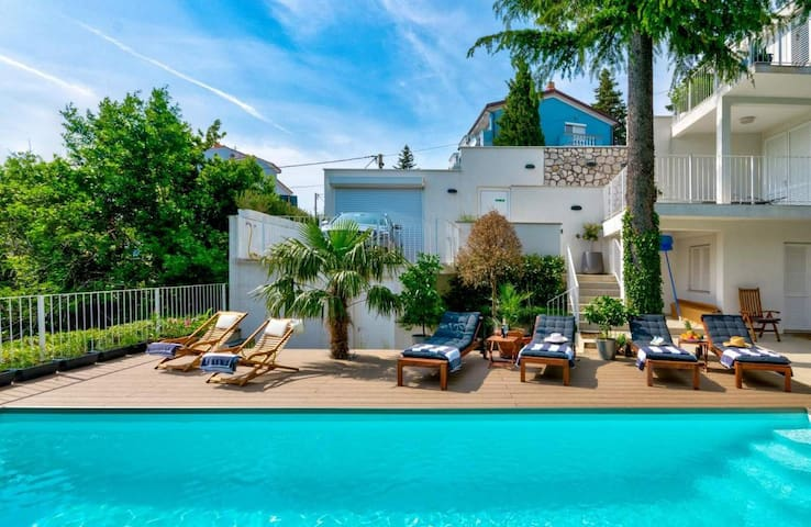 DREAMLIKE VILLA WITH HEATED POOL NEAR THE BEACH