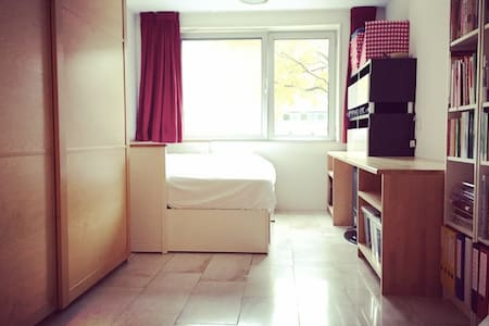 Luxury bed in modern apartment close to Schiphol - Lakás