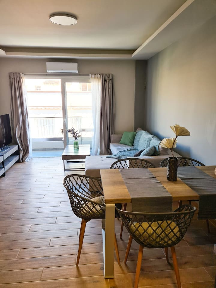 Modern apartment, 5' drive from Piraeus Port (B3)