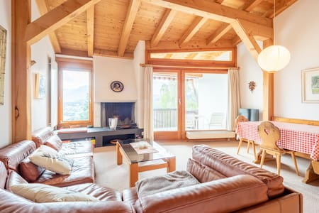 cosy and sunny 3 bedroom maisonette apartment with magnificent views (Casa Pleun)