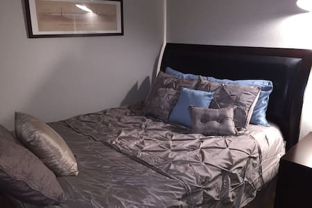 Cozy bedroom, great hosts and a towel warmer! - Santa Clara - Casa