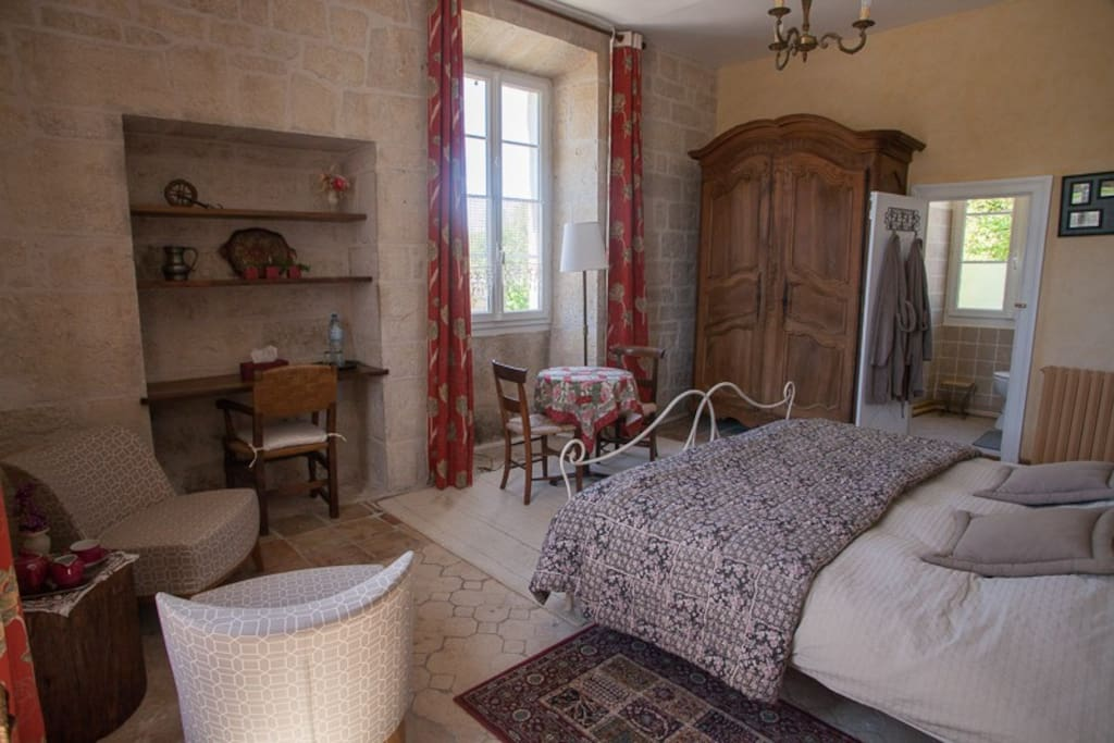 le clos du chevalier chambre d 39 h te templier bed breakfasts for rent in le bastit. Black Bedroom Furniture Sets. Home Design Ideas