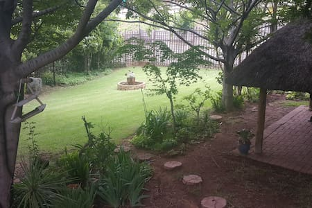 1  bedroom self catering flat with massive garden - Roodepoort