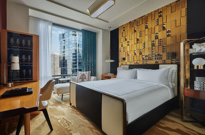 Swanky Gold Coast Boutique Hotel - King Bed