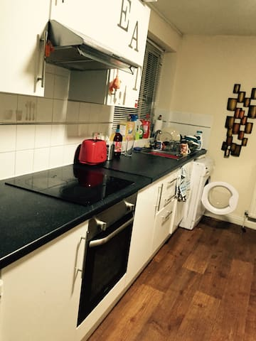 1 Room in city central 3 bed flat - Preston - Byt