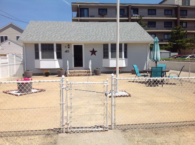Cozy Beach House steps away from the beach!!!!