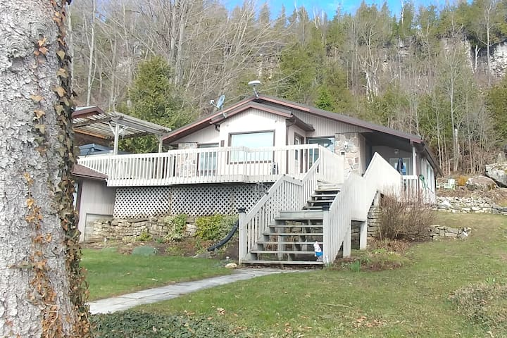 Amazing Lakefront Retreat. Colpoys Bay 3BR 2BA