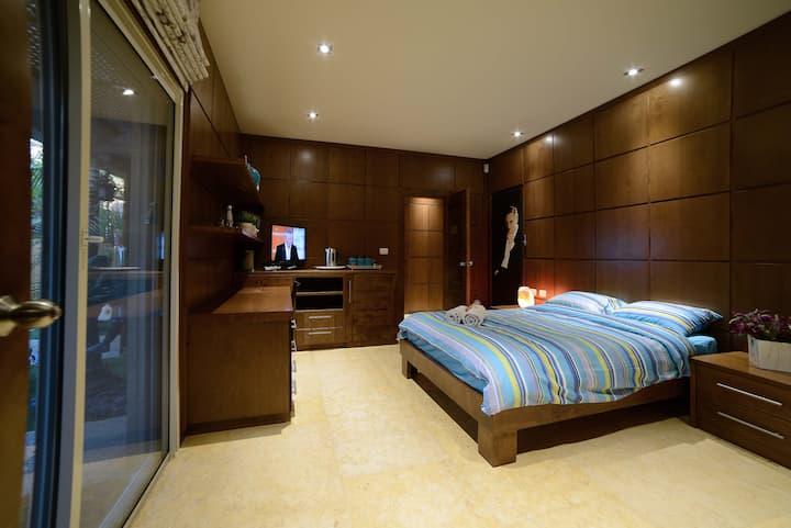La Villa Eilat Israel    / Charles Aznavour Suite
