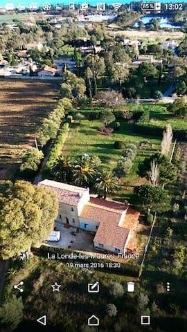Villa Provençale  sur chemin privé - La Londe-les-Maures - Casa