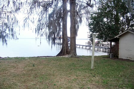 the COTTAGE - Lake Waccamaw - Hus