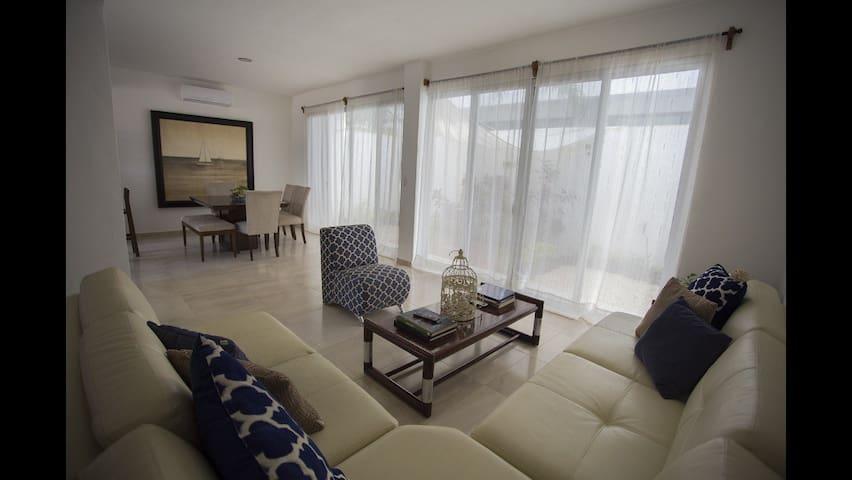 Preciosa,amplia y cómoda. Tu casa en Cancún.