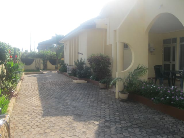 Accra Serviced Villas -2 bed self contained - pool - Accra - Ev