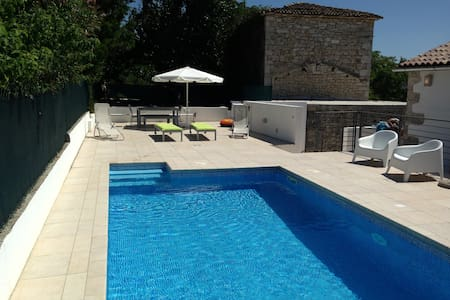 Converted stone barn with private pool - Lozari - Villa