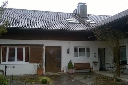 Apartment 25Km bis München mit eigenem Eingang
