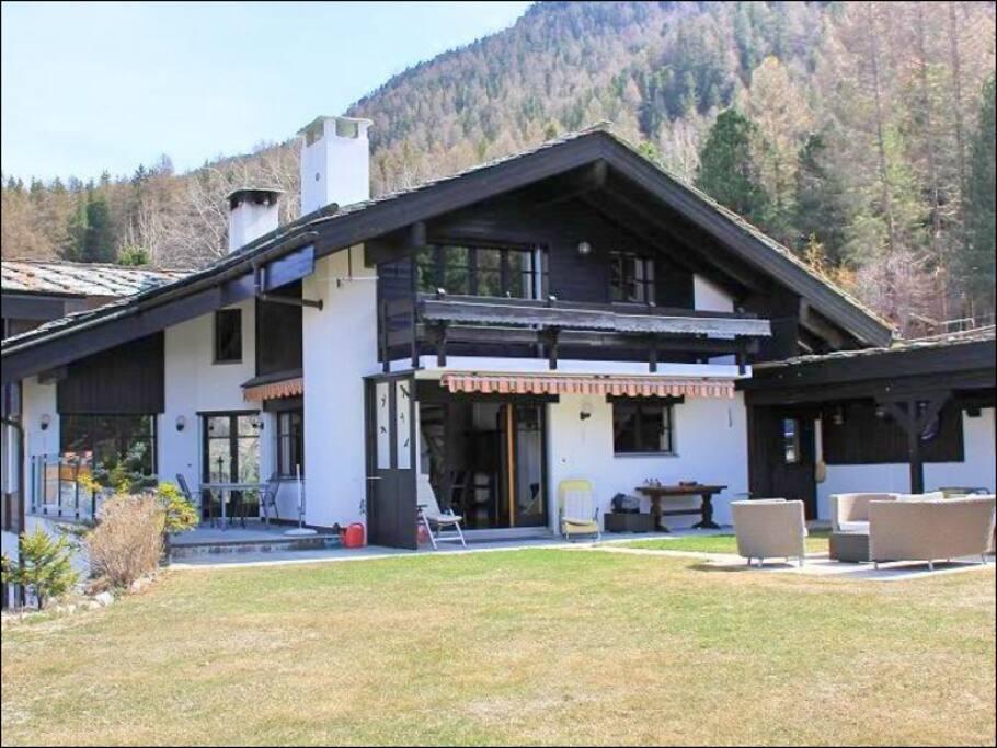 Haus Aussensicht Sommer / Front view in the summer