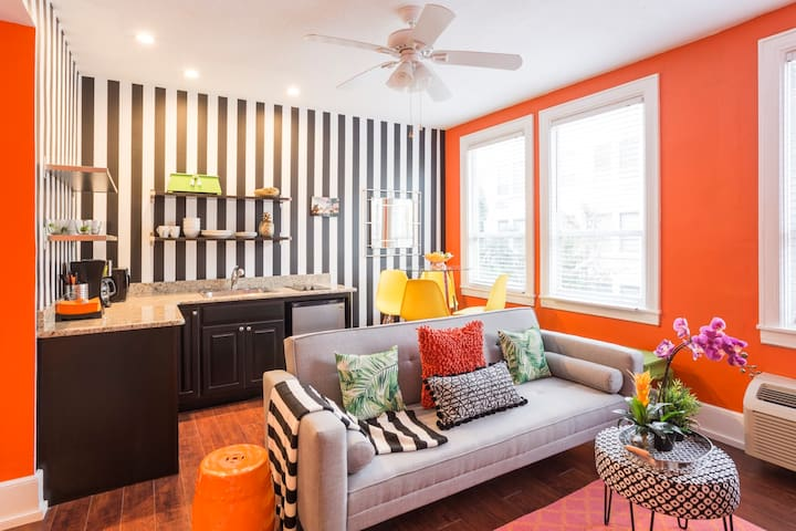 Newly Renovated Deluxe Suite Sleeps 5, Unit#2040