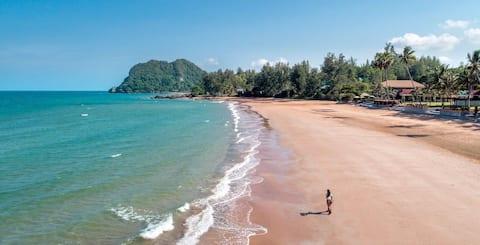 Bangsaipang Beach front Resort and villas