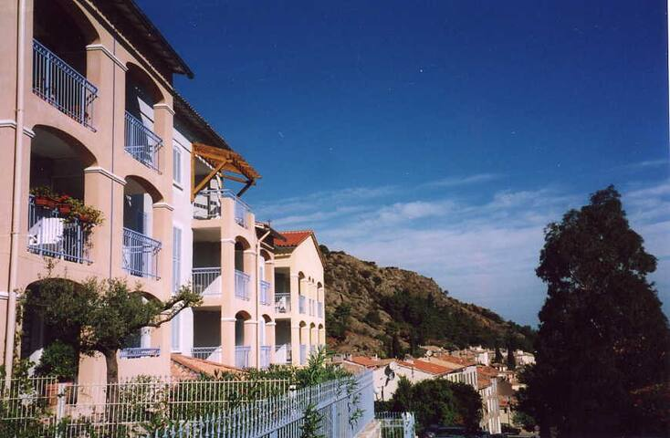 Lovely airy apartment in pretty medieval village - La Garde-Freinet - Flat