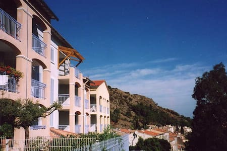 Lovely airy apartment in pretty medieval village - La Garde-Freinet