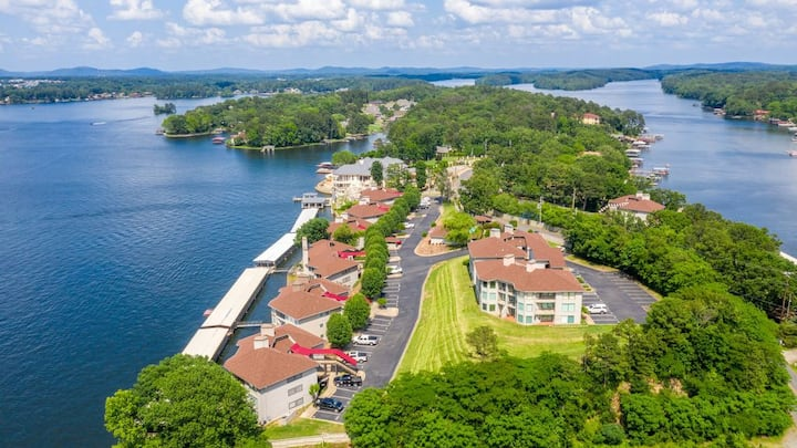 Modern and Beautiful condo with lake view!!!!!