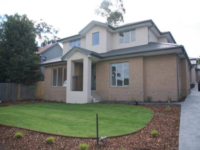 Gorgeous home in a fantastic location!! - Greensborough - Maison