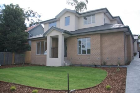 Gorgeous home in a fantastic location!! - Greensborough - Rumah