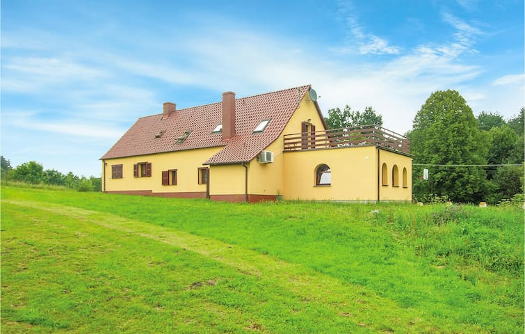 Holiday cottage with 5 bedrooms on 278m² in Nowe Worowo