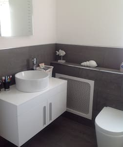 Lovely double bedroo with own bathroom - Dartford - Casa